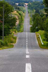 ジェットコースターの道(北海道、上富良野町)の写真素材 [FYI04099676]