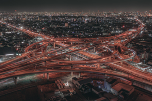 ジャンクション 夜景 空撮の写真素材 [FYI04100247]