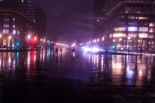 雨が彩る世界の写真素材 [FYI04100372]