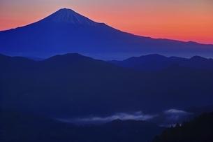 朝焼けの富士山の写真素材 [FYI04100553]