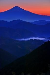 朝焼けの富士山の写真素材 [FYI04100554]