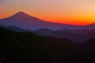 朝焼けの富士山の写真素材 [FYI04100555]