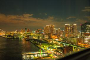 東京湾岸の夜景の写真素材 [FYI04101529]