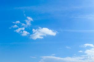 淡い青空と白い雲の写真素材 [FYI04101598]
