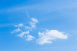 淡い青空と白い雲の写真素材 [FYI04101599]