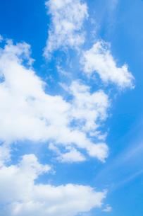 淡い青空と白い雲の写真素材 [FYI04101600]