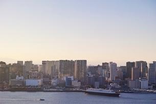東京のビル群遠景の写真素材 [FYI04101652]