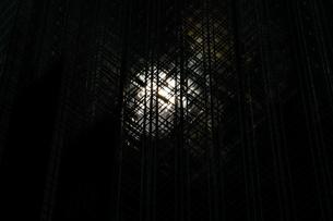 トランプタワーに反射する太陽(ニューヨーク)の写真素材 [FYI04102026]
