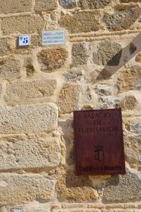 スペイン トレドの石壁の表示板の写真素材 [FYI04102180]