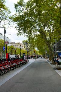 スペイン バルセロナの街のレンタル自転車の写真素材 [FYI04102202]