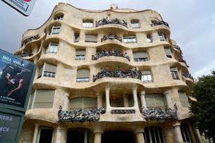スペイン バルセロナのカサ・ミラの写真素材 [FYI04102204]