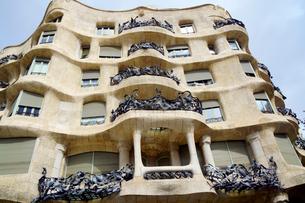 スペイン バルセロナのカサ・ミラの写真素材 [FYI04102205]