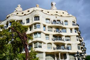 スペイン バルセロナのカサ・ミラの写真素材 [FYI04102214]