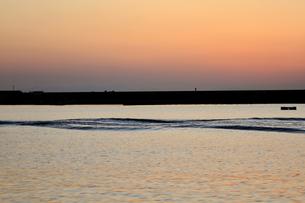 夕暮れの加太海岸の写真素材 [FYI04102250]