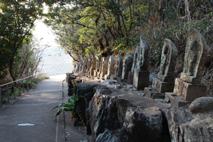千里浜の地蔵の写真素材 [FYI04102252]