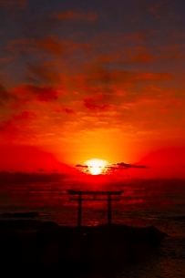 大洗磯前神社 初日の出の写真素材 [FYI04102344]