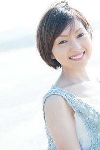 微笑む女性の写真素材 [FYI04102586]