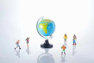 子供のエコロジーと未来イメージの写真素材 [FYI04102672]
