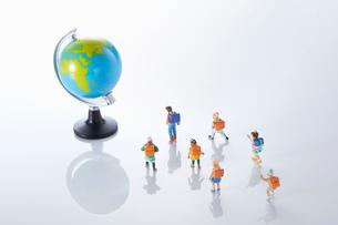 子供のエコロジーと未来イメージの写真素材 [FYI04102673]