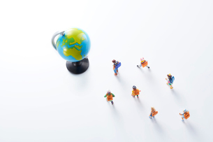 子供のエコロジーと未来イメージの写真素材 [FYI04102674]