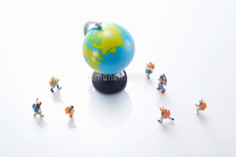 子供のエコロジーと未来イメージの写真素材 [FYI04102675]