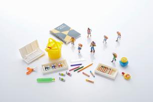 子供の図画工作、美術イメージの写真素材 [FYI04102679]