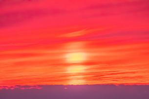 真っ赤な夕焼けの写真素材 [FYI04103345]