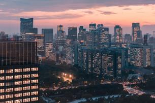 夕暮れの東京の景観の写真素材 [FYI04104172]