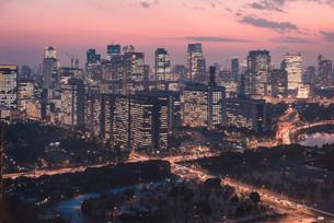 夕暮れの東京の景観の写真素材 [FYI04104173]