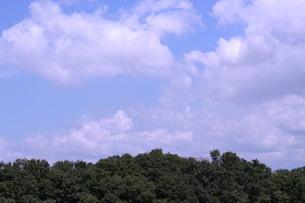 雲がある晴れた日の写真素材 [FYI04104344]