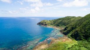 比屋定バンタから見る久米島の風景の写真素材 [FYI04104690]