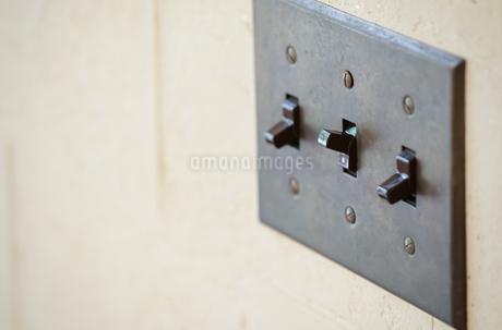 壁の照明のスイッチの写真素材 [FYI04104726]