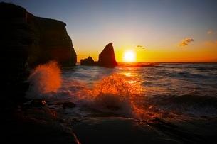 大波月海岸の夜明けの写真素材 [FYI04105181]