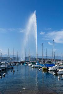 スイス、ジュネーブ、レマン湖と大噴水の写真素材 [FYI04105196]