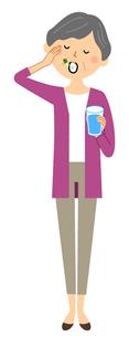 シニア女性 薬を飲むのイラスト素材 [FYI04105792]
