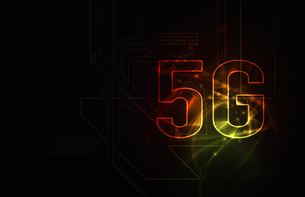 5G第5世代移動通信システムの赤背景イメージイラストのイラスト素材 [FYI04106183]