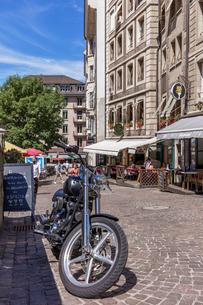 スイス、秋のジュネーブ旧市街の写真素材 [FYI04106534]