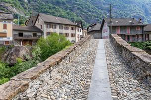 スイス、ジョルニコの街並みの写真素材 [FYI04106727]