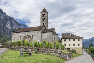 スイス、ジョルニコ、サン・ニコル教会の写真素材 [FYI04106766]