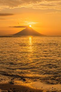 開聞岳の日の出の写真素材 [FYI04107150]