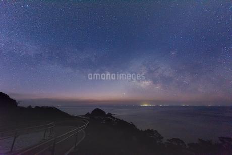 2月の佐多岬の天の川の写真素材 [FYI04107151]