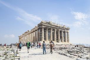 修復中の足場を見るパルテノン神殿の写真素材 [FYI04107177]