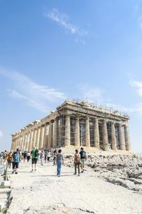 修復中の足場を見るパルテノン神殿の写真素材 [FYI04107178]