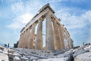 膨らみを見るドーリア式石柱構造のパルテノン神殿の写真素材 [FYI04107188]