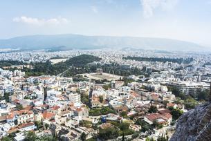 アクロポリス展望台よりアテネ市街地とゼウス神殿を望むの写真素材 [FYI04107211]