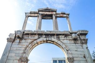 ハドリアヌスの門を見上げるの写真素材 [FYI04107236]