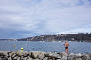 スイス、ジュネーブのレマン湖風景の写真素材 [FYI04107751]