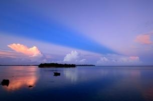 宮古島の夕焼けの写真素材 [FYI04107887]