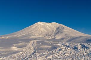 美しい冬の大雪山 旭岳の風景の写真素材 [FYI04108381]