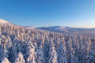 美しい冬の大雪山 旭岳の風景の写真素材 [FYI04108399]